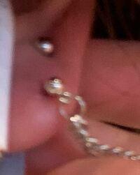 ピアスと耳たぶの端の距離が2ミリほどしかなく、重めのピアスをつけてると裂けそうなんですが、そんなことありますか?