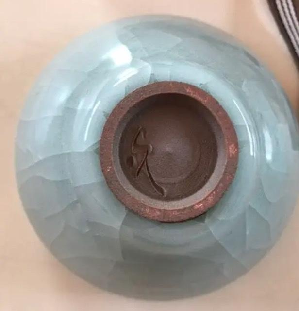 美濃焼き 荘山窯の青磁茶碗 作家が誰かわかりますでしょうか?