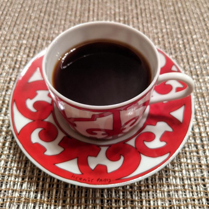 このコーヒーカップ、どこのメーカー(ブランド)でしょうか? ご存知の方、教えて下さい。