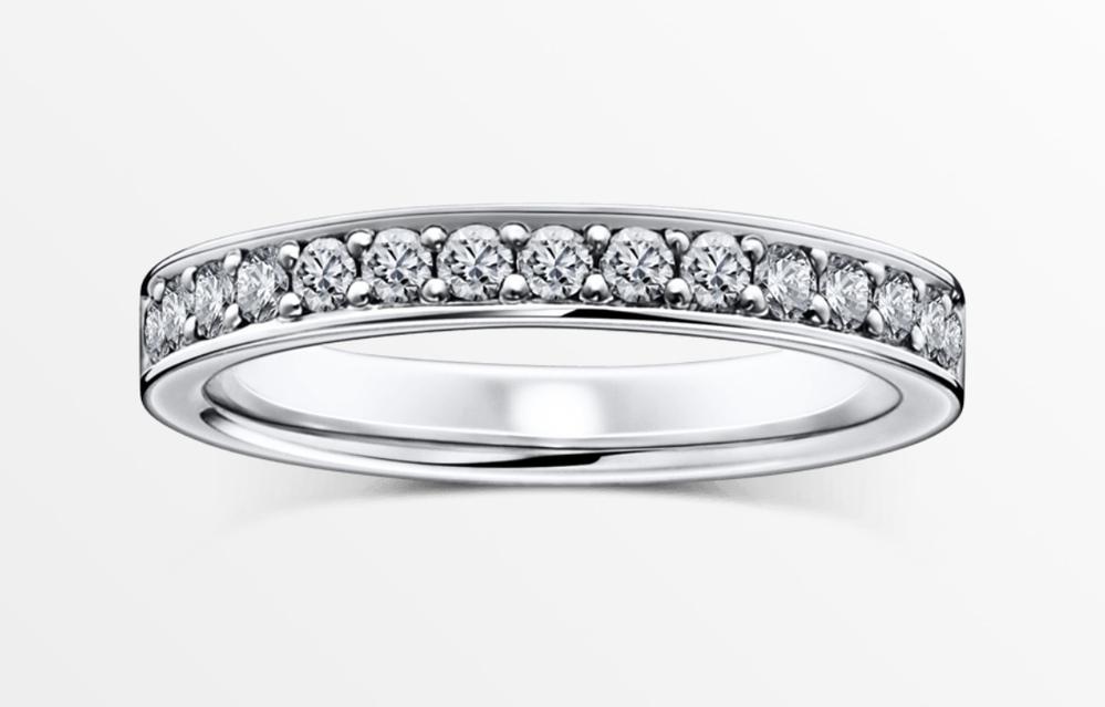 はじめまして♡ 40歳の節目の誕生日、ずっと欲しかったラザールダイヤモンドのハーフエタニティを自身で買おうと思うのですが痛いですか? 付けるのは右薬指にしたいです。 もし大丈夫であれば刻印したいです。 40歳記念、名前等わかる感じで素敵な刻印ないですか?