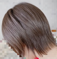 髪型のアドバイスを下さい! 女子高生ノーセットの髪型です。 ここからボブまで伸ばしたいのですがどれくらい期間がかかるでしょうか... ちなみになのですが剛毛でくせ毛で分厚い髪でも似合う髪型ってありますかね、