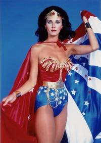 ワンダーウーマン1984を見たのですが 最後に元祖ワンダーウーマンのリンダ・カーターが出てきて ほっこりしました。 他に元祖の演者がゲスト出演するリメイク作品教えてください https://movies.yahoo.co.jp/movie/370794/