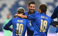 イタリア代表はロレンツォ・インシーニェのゼロトップで試合の流れを変えてマンチーニの采配は見事にハマりEUROを制覇しましたが現代サッカーはライン間でボールを収められるセンターフォワードも重要なんですか?