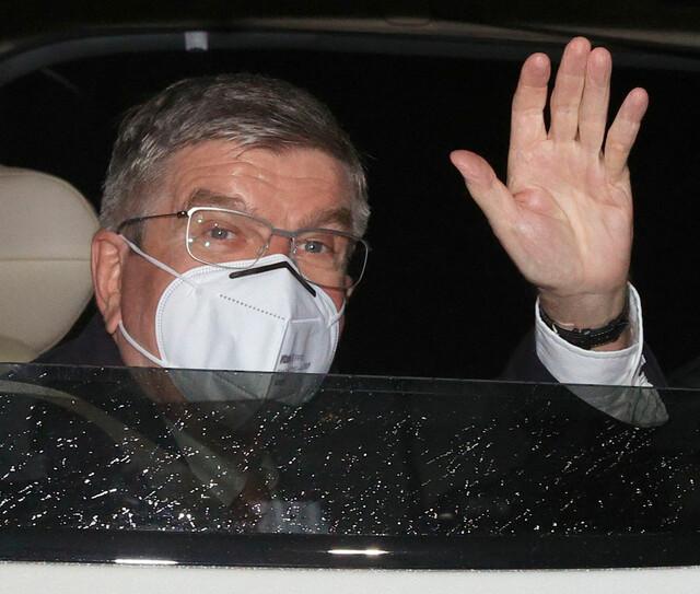 バッハ会長て来日時以外にも N-95らしきマスクしてるんですか?