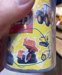 おもちゃの、トミカについて 写真のトラックのトミカが欲しいのですが 既に廃盤でしょうか? 名前とかわかったら教えてください。
