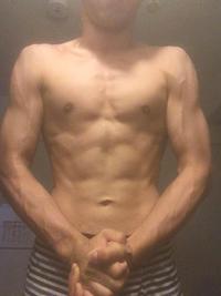 筋トレ嫌いでスポーツの補強運動しかしてないですがこの身体は凄いですか? 171cm、61kg