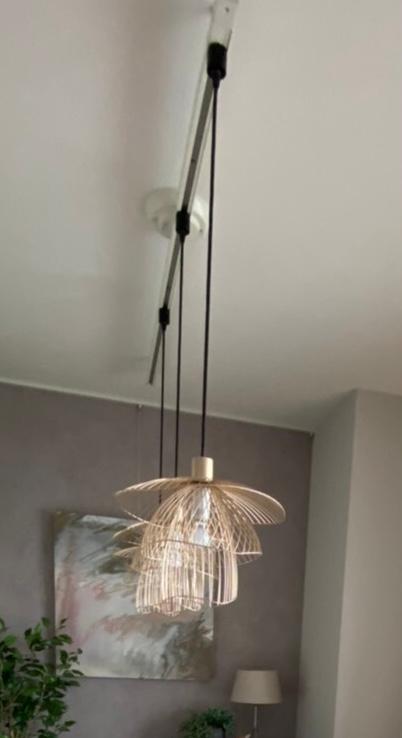 この照明ってどこのブランドかわかる方いますか?