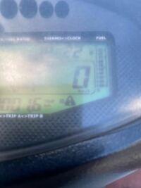 アドレスV125GのSP武川デジタルメーターに出てるこの危険マークはどういう意味でしょうか?