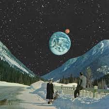 絵についての質問です。 画像の様な、自分達のいる惑星から他の惑星がとても大きく見える絵が好きなのですが、ジャンル?が分からず類似の物を探すのに苦労しています。 こういった類の絵の探し方やジャン...