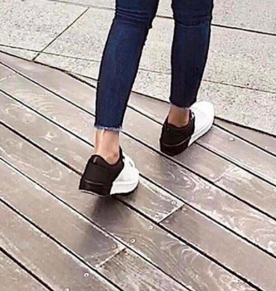 この靴どこのブランドなのか知りたいです!