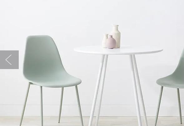 この写真みたいな形のテーブルセットで、椅子か机が水色なものありませんか? 形は好みなのですが色が気に入らないです。
