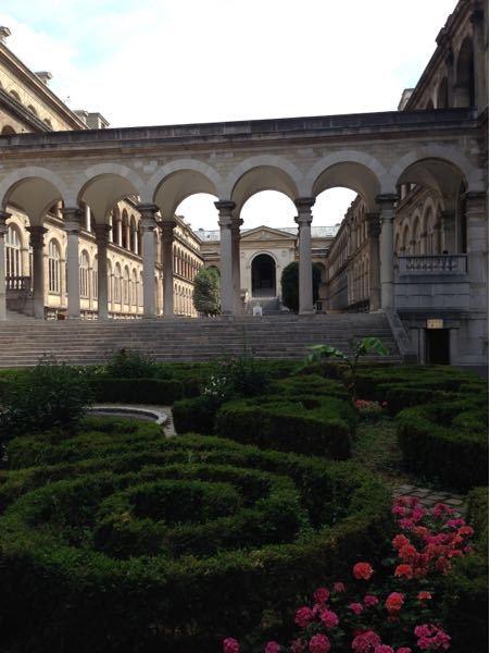 中世ヨーロッパの廊下なんかによくある、こういう半円状の装飾に名前はありますか?