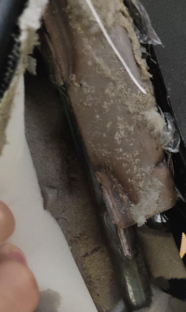 ゲーミングチェアのこの部分が折れました、結果、もたれたらダラーっと倒れてしまいます。どうすれば修理出来ますか?(一応補強として結束バンドで仮固定しています)