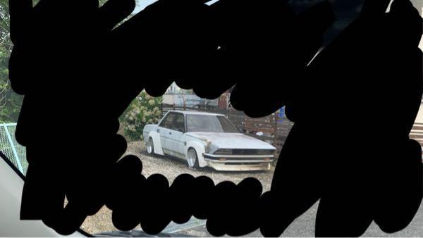 この車は何という車ですか? カスタムされていて元が分からないのであれば似ている車を教えてください。