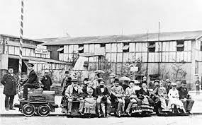 なぜジーメンスの電気機関車(1879年)は蒸気エンジンで発電機を回したの❓