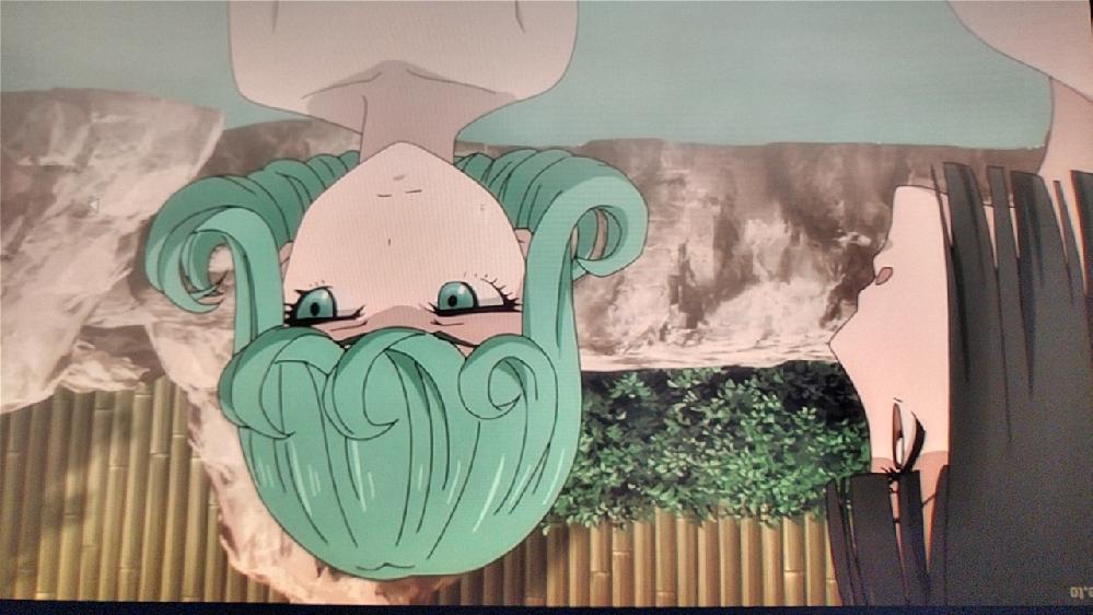 ワンパンマンでタツマキが温泉に入ってるシーンがありますが、横にいる女の子って誰ですか?