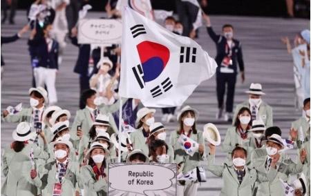 昨日の開会式で韓国らしき団体を見たんですが、韓国って東京五輪をボイコットするとか言ってましたよね? それなのに、何で出てきたんですか?