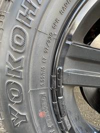 タイヤサイズの質問です ジムニーのタイヤですが写真の情報だけで サイズってわかりますか?