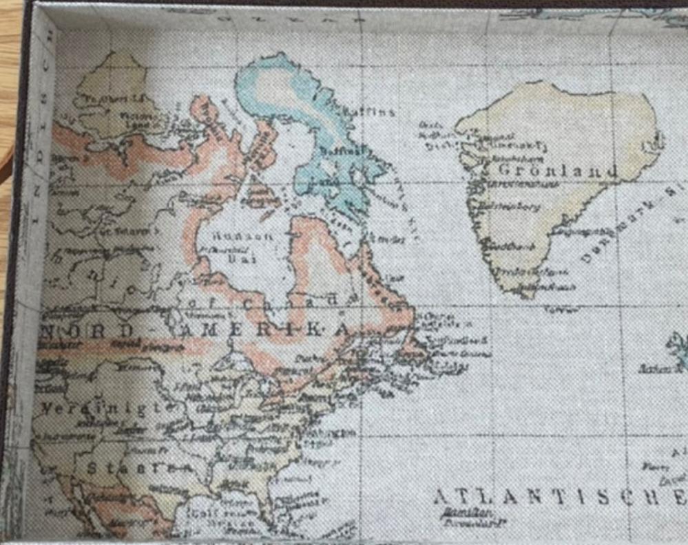 昔の世界地図 これは本物の世界地図でしょうか? だとしたら何世紀くらいの物ですか?