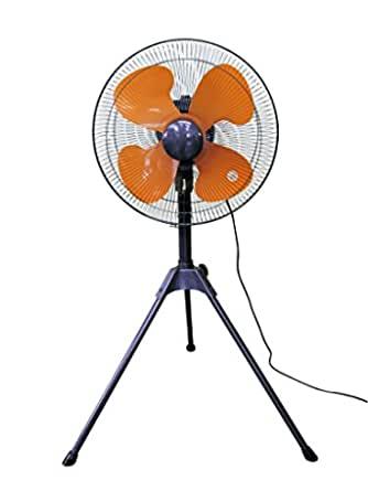 エアコンの温度についての質問です。 うちはポメラニアンなのですが、室温は25度で、冷却マットを置いてさらに工場用業務用扇風機を付けています。 暑いのかポメは扇風機の前の冷却マットの上で寝ています。 はっきり言って人間は寒いです。 貴方様は犬の温度に合わせますか? それとも犬に人間の温度になれさせますか?