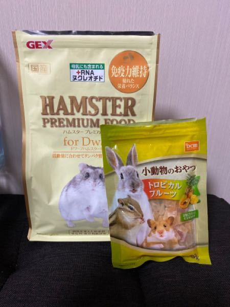 ハムスター パールホワイト生後約3ヶ月の ハムスタープレミアムフードの餌の量を教えてください。 今年6月に推定生年月2021年5月上旬の パールホワイト♀をお迎えしました。 平均的な餌の量...