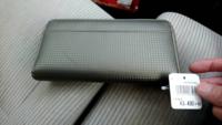 昨日ドンキホーテで財布を見てたらひとめぼれして勢いで買ってしまいました 今使ってる財布はまだ使えます どうしたらいいですか?