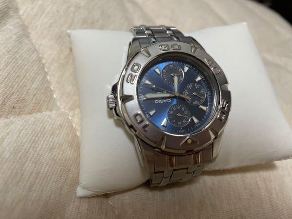 この腕時計、CASIOの物なんですけど 名前や値段がわかる方いらっしゃいますか??