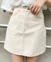 黒のTシャツに白のミニスカートってダサいですかね?スカートは写真みたいなものです。年は、高3です。