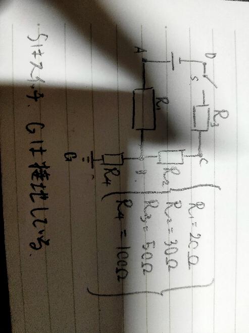 電気です このような回路を組んだ際の 点ABCDの電位を求めたいのですが、 点Aでは抵抗R1、点Bでは抵抗R2のみ考慮するのに対し、点Dでは抵抗R2R3を考慮するのはなぜでしょう。 また、点CDともに電位が負になるのに点 Aは正なのはなぜでしょう。 よろしくおねがいします。
