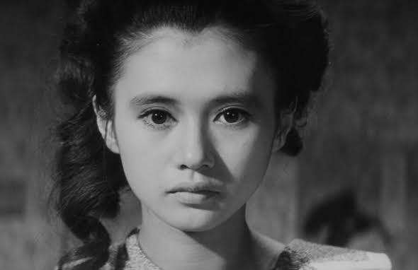 """日本人が目のぱっちりした女性が""""美しい""""とされたのはいつの時代からですか? 岡田茉莉子さんや加賀まりこさんが若い頃にはもうパッチリ二重はモテ要素には必須だったのでしょうかね。"""