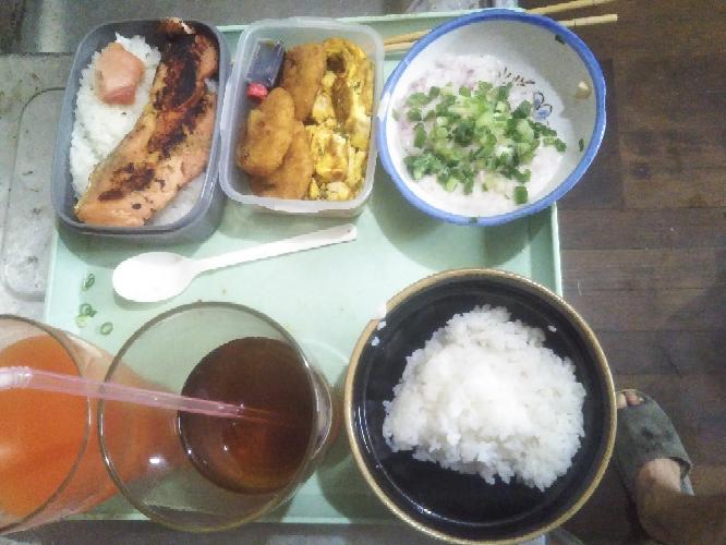 みなさん今日のお弁当はなんですか?...僕は「銀鮭の西京焼き弁当おかず付き」です