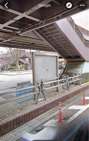 迷惑駐輪って? いつも駅前のスーパーなどを利用します。 その際、自転車で行くことがあるのですが今日行ったらこの時間に他の自転車が撤去されていました。 写真のとおりの場所なんですが、こんなにスペー...