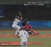 なぜオリンピックの侍ジャパンのユニフォームは背番号が小さいんですか? 楽天や巨人との強化試合では小さくありませんでした。