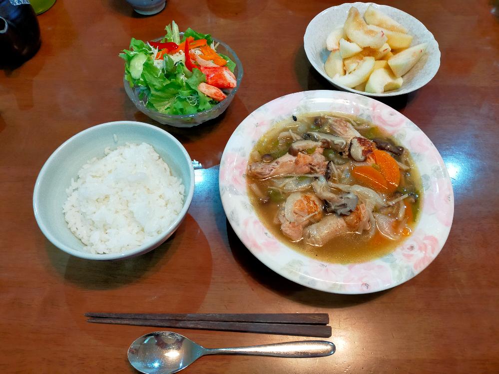 家庭科の宿題で キノコと手羽元を煮込んだスープ サラダ もも ご飯 というメニューを作ったのですが、これって一汁三菜になりますか? 個人的にはスープが1汁と1菜を兼ね備えている気がするのですが・・・
