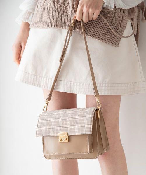 ショルダーバッグを買いたいんですけど、 ↓こういうのの、黒が欲しいです!いいのありませんか?