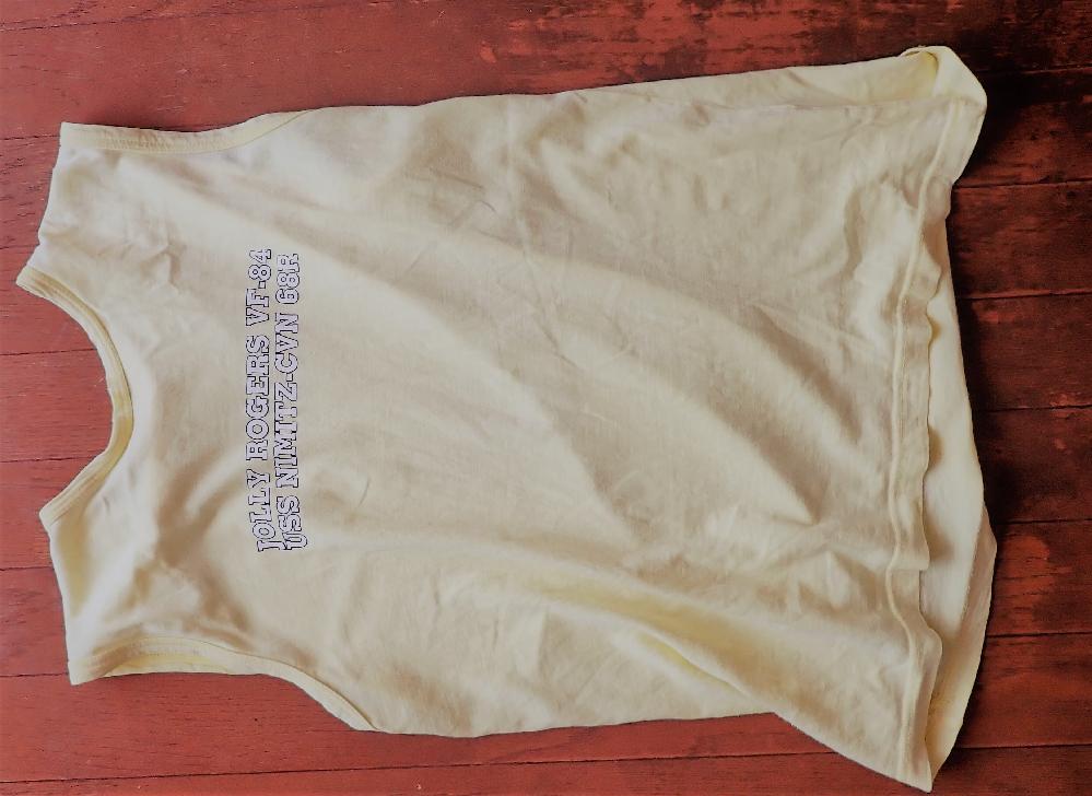 こんなデザインのTシャツどこかでうってませんか? 綿100%か麻がいいです。化学繊維のだとスポーツ用品で出てるのですが