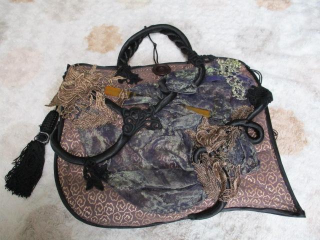 こちらのバッグに見覚えあるかたブランド名を教えてください