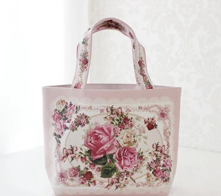 トートバッグについて。 このトートバッグが可愛く普段持つ感じでもおかしくないでしょうか? ランチトートバッグになってますが、やはり普段使いには変ですか?