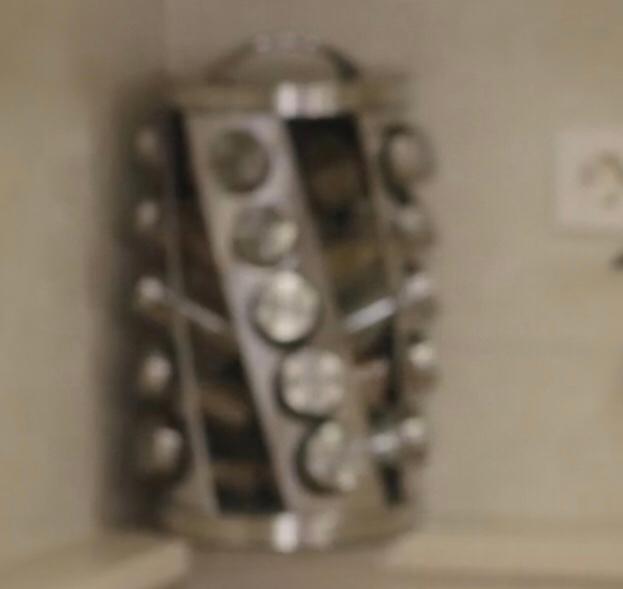 この道具は何に使うものでしょうか? あるドラマのワンシーンに映っていました。 韓国の家庭のキッチンです。 縦40cmくらいはありそうです。 よろしくお願いいたします。