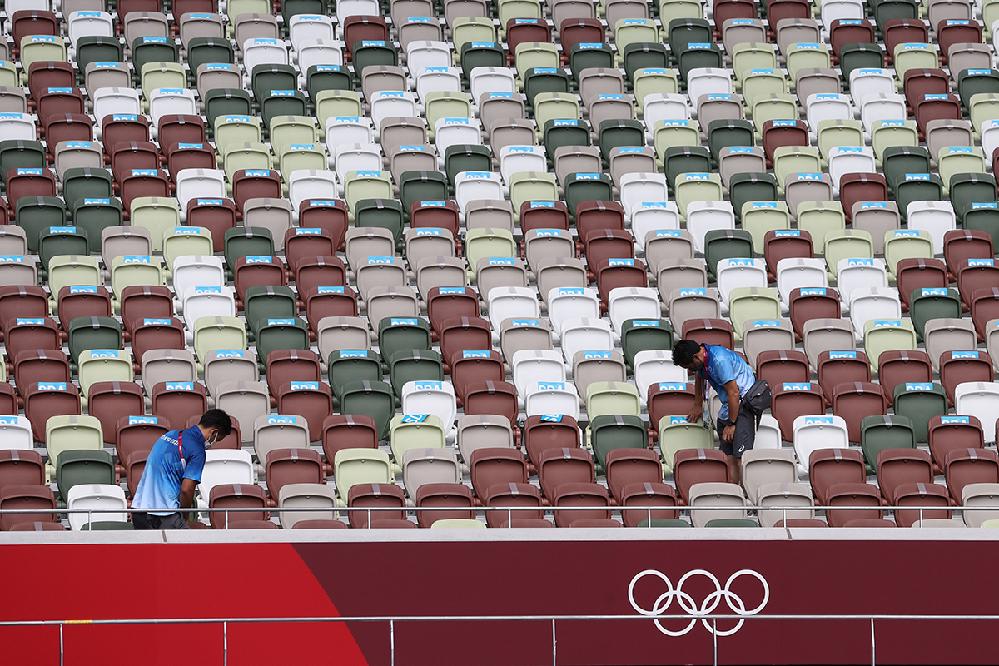 陸上の会場も当然無観客だと思うのですが、観客席のこの配色は初めからのものでしょうか?