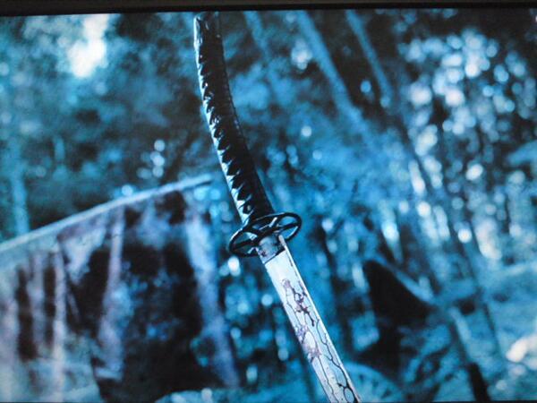 実写るろ剣の質問です。 剣心が人斬りの時に使ってた刀を教えてください。