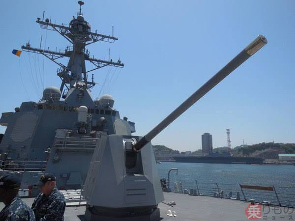 なぜ今のイージス艦にも主砲が付いてるのですか?