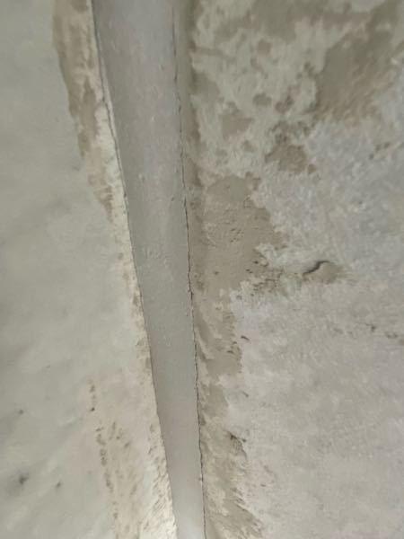 今壁式コンクリート工法で建築中なのですが、コンクリートパネルの接合部のモルタルに隙間が見えます。これ大丈夫なんですかね?