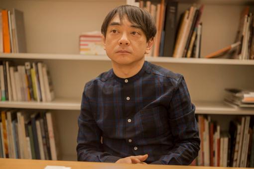 なぜ小山田圭吾さんの写真て若いときの写真が使われるのですか。 ・・・・・・・・・・・・・・・・ ネットニュースとか見ていたら若いときの小山田圭吾さんの写真が多いですが。 よく分からないのですが。 なぜ今の小山田圭吾さんの写真を使わないのですか。