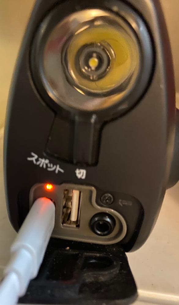 SONYのラジオですが手回し充電とDC充電ができる物ですが何時間も充電しても手回ししてもラジオがなりません。 電源を繋げているので熱くなっています。 ライトは一瞬ついて消えます。 1年ほど使わず...