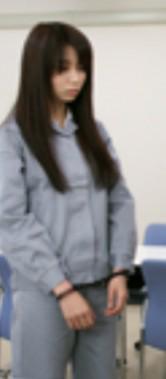 無実の殺人容疑で逮捕された女性が、手錠をかけられている姿を見てどう思いますか?