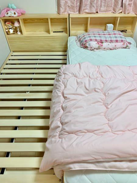 赤ちゃんの寝床について知恵を貸してください 12月に出産予定で、1ヶ月は里帰りします 現在シングルベッドフレーム2つ(床から高さ6cm)を 繋げた状態で1つにマットレス(かなり柔らかい)、1つ空きなので 硬めの敷布団を購入して添い寝するか 何ヶ月かベビーベッドをレンタルして自分はマットレスで寝るか考え中です もしくは他に案がありましたら教えてください