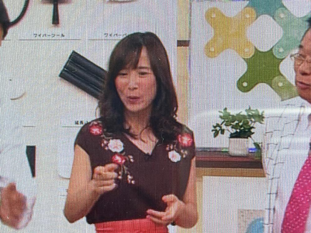 このテレビショッピングの出演者の女性は誰でしょうか?