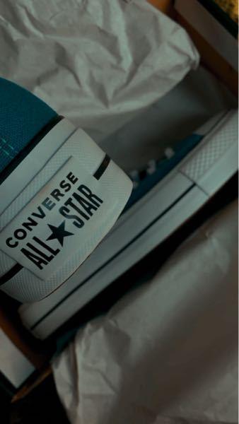 コンバースについてです。 チャックテーラーでヒールパッチが白色の物ってございますか??