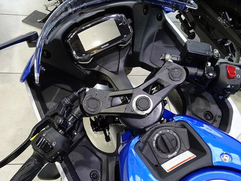 新型ハヤブサて高級バイクなのになぜキーレスにしなかったのですか。 ・・・・・・・・・・・・・・・・・・・・・・・・・・・・・・・ よく分からないのですが。 スズキの軽自動車でもキーレスなのになぜ...